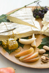 brie honey snack (mwhammer) Tags: cheese healthy soft pears sweet fresh almonds honeycomb wholesome creamy buttery concordgrapes triplecreambrie melinahammer foodandpropstyling autumnsnack