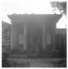 Tomb (Alexander Evans) Tags: camera white black box voigtlander medium format brilliant brillant