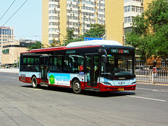 [Buses in Beijing] Youngman Neoplan JNP6120GC (1st batch) <CNG>  BPT #47444 Front-right at Baiyun Road (tonyluan1990) Tags: china bus beijing   publictransport autobus citybus neoplan   lowfloor nonstep transitbus  alternativefuelvehicle  centroliner cngbus jnp6120gc beijingpublictransportholdingsltd accessiblebus  youngmanneoplan beijingpublictransport