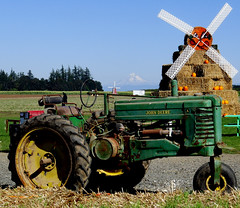 tractor windmill oregon mthood johndeere woodburn pumpkinfest