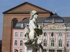 Schloss und Basilika in Trier