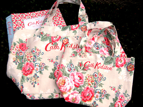 "Cath Kidston ""FLY TO THE UK!"" 2010 autumn&winter MAGAZINE"