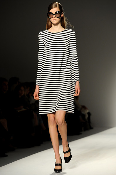 Max+Mara+Milan+Fashion+Week+Womenswear+2011+NcH7wN4itr4l