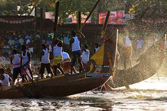 Shimmer and Splash (Hema Narayanan) Tags: lake race speed photography boat solitude horizon tranquility palm canoe shore palmtree pace serene boatman homewardbound madrush alleppeyalleppeyboatracesnakeboatraceboatraceofkeralapunnamadalake58thboatraceinkerala