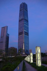 Hong Kong - ICC - International Commerce Centre (cnmark) Tags: china light west building architecture night skyscraper buildings project geotagged hongkong hotel commerce centre associates hong kong international fox gateway   kowloon grattacielo icc gebude  reclamation tallest wolkenkratzer pedersen rascacielo gratteciel kohn  arranhacu allrightsreserved kohnpedersenfoxassociates geo:lat=22303391  wongouyang mygearandmepremium geo:lon=114155771 rememberthatmomentlevel1 rememberthatmomentlevel2