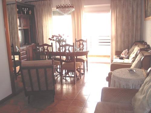 salón comedor provisto de aire acondicionado. Consulte precio a su inmobiliaria en Benidorm, Asegil www.inmobiliariabenidorm.com