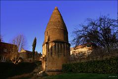 Lanterne des morts de Sarlat-la-Canda dite tour Saint-Bernard, (Dordogne), France. (Pemisera) Tags: dordogne prigord sarlat perigord aquitaine mdivale sarlatlacanda francelandscapes lanternedesmorts aquitnia sarladais rocchecastelli rocchefariecastellicastleslighthosesbelltowers pemisera sarlatelacanedat prigordnoir toursaintbernard
