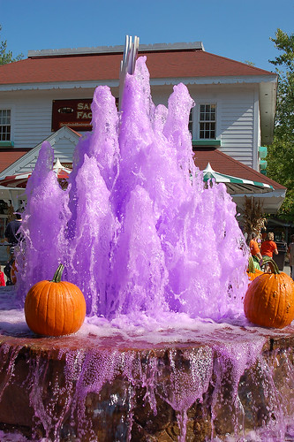 Hallowboo 2010:  Spooky fountain.
