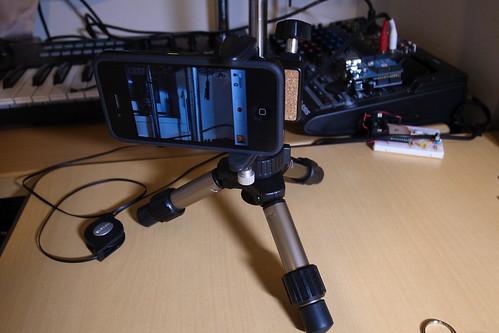 iPhone4はこの三脚に固定すると安定性よいかも