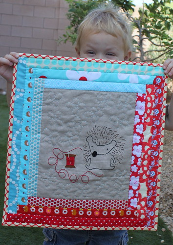 "Hedgie quilt- ""Just Spooling Around"""