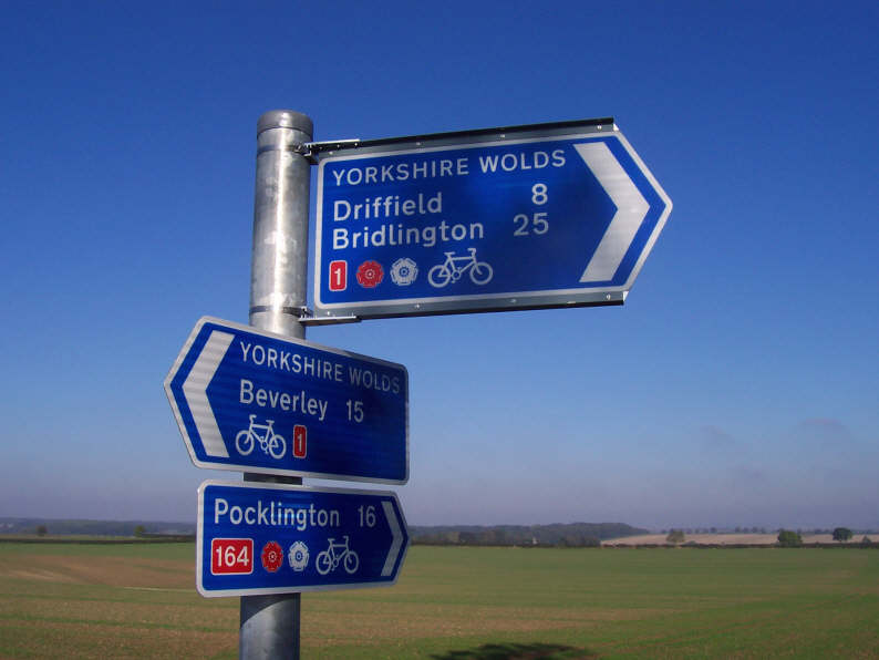 yorkshire_wolds_way_of_the_roses_sign