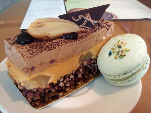 Pear n caramel cake & pistachio macaron