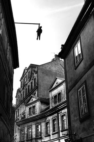 Hanging man. Prague. Hombre colgando. Praga
