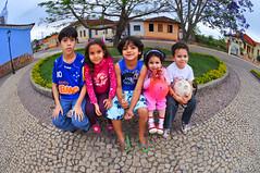 Garotada de Ritapolis (William L Giles) Tags: brazil brasil fisheye praca 105mmfisheye garotada nikond90 ritapolis