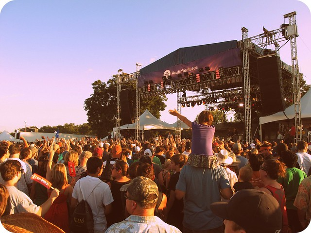 CROWD AT SWITCHFOOT