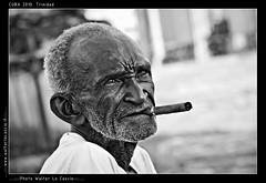 CUBA 2010. Trinidad (walterlocascio) Tags: cuba trinidad vecchio anziano sigaro