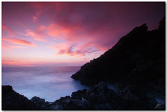roca diablo (chris frick) Tags: sunset colors exposure dusk sony tripod silhouettes wideangle filter mallorca mediterraneansea cokin remoteshutter 20sec portdesóller chrisfrick 4gnd 8gnd sonyalpha550 tobaccolight