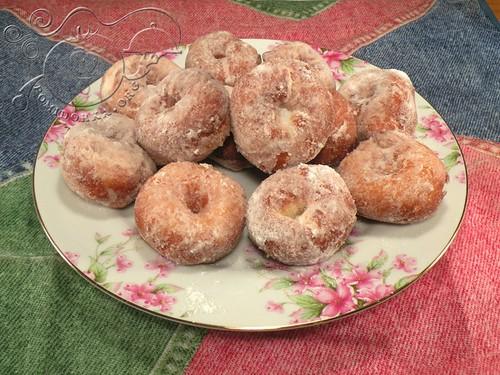 Пончики в сахарной пудре2