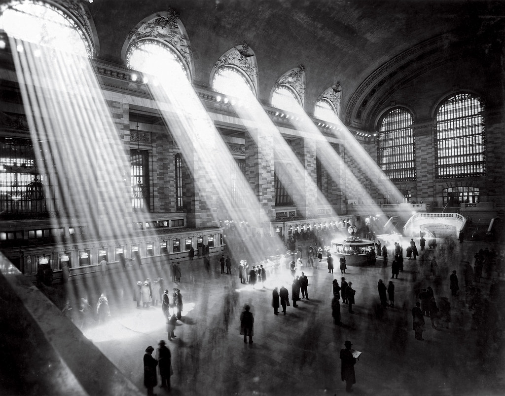 The main concourse at Grand Central Terminal, 1929.