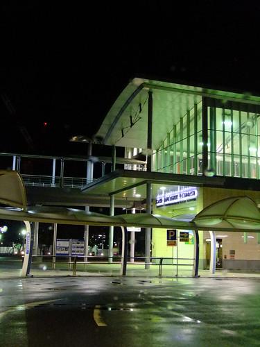 夜の清水駅前