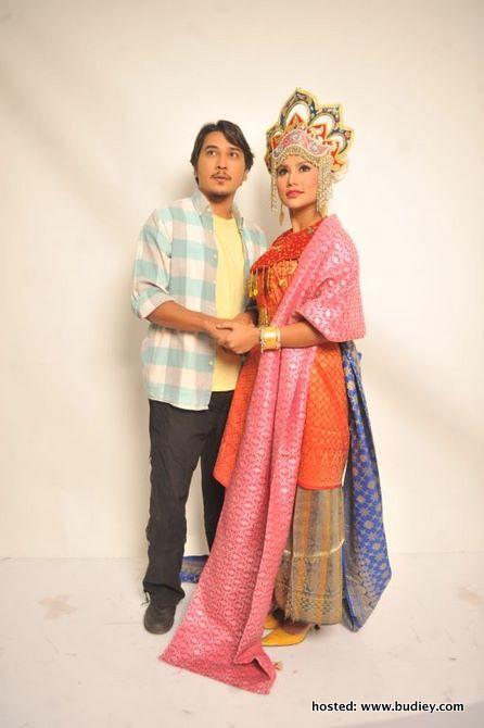 Ali ( Fezrul Khan) &Amp; Puteri Mayang Sari (Elly Mazlein)
