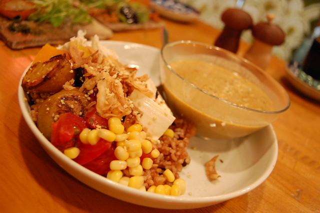 田園都市線田奈駅近く、鉄板焼きタイガーではあの品川シャンティカレーが食えるぞ!発芽玄米ウメエ!