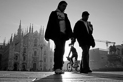 (Donato Buccella / sibemolle) Tags: blackandwhite bw sunlight milan bike alba milano duomo bicicletta lowangle fromtheground sibemolle mg83441
