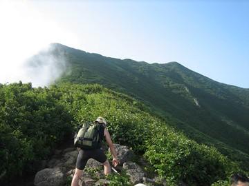 第2見晴台より長官山(左)稜線を見上げる