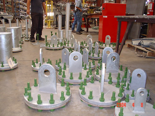 Adjustable Base Supports and Flanged Trunnions for Cold Piping