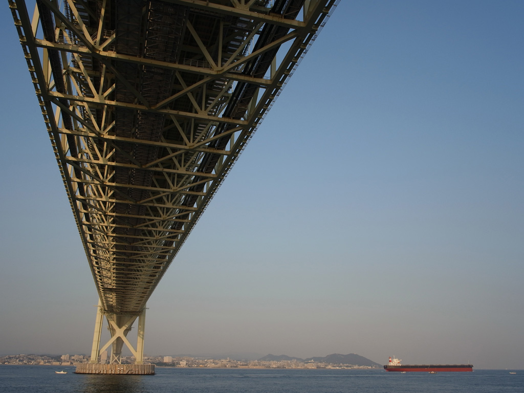 Under the bridge (Akashi Kaikyo Bridge)
