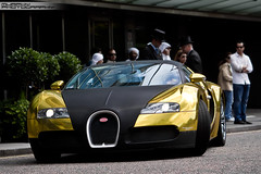 Bugatti 16.4 Veyron gold/carbon (Murphy Photography) Tags: england london speed gold golden hp foil hilton ps gb 164 407 carbon fiber bugatti 3000 2009 supercar spotting gumball londen veyron kmh