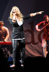 jessica simpson (all female barefoot musicians) Tags: feet nude stage nackt barefoot fsse bhne barfuss sngerin