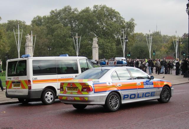 london police policecar canadagate metropolitanpolice emergencyvehicles emergencyservices bmw530 bmwpolicecar fordpolicevan lx53afz lx05egz fordtourno