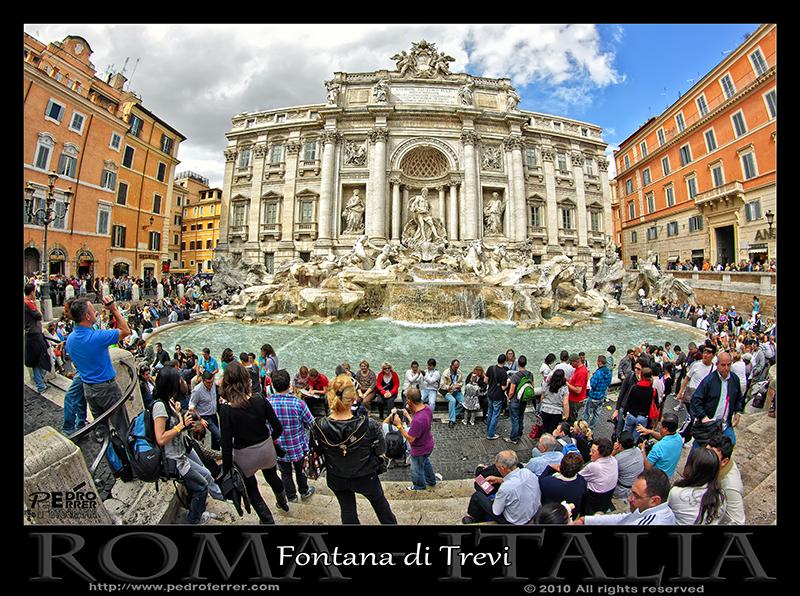 La Fontana di Trevi................ y los turistas.