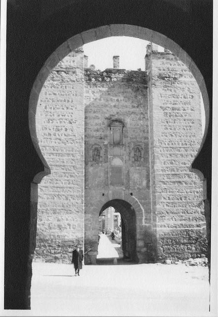 Puente de Alcántara visto desde la Puerta de Alcántara en febrero de 1963. Fotografía de Eduardo Butragueño Bueno