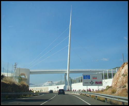 Puente Moderno Maro