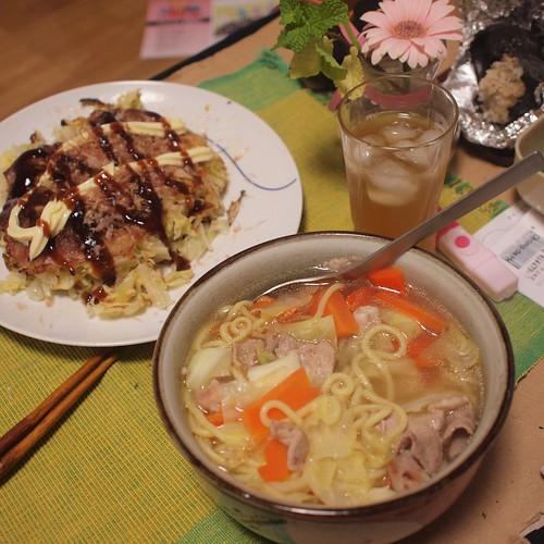 2010-12-01 焼きそばラーメンとキャベツ焼き