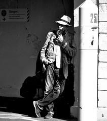 _DSC1193 - Portrait volé (Le To) Tags: nikond5000 extérieur noiretblanc nerosubianco bw monochrome portrait ritratto streetportrait fumeur pipe homme personnes