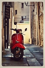Scooter in l'Isle sur la Sorgue, Provence (RestlessFiona) Tags: 24thjune2017 scooter red passage france provence snapseed postcard explore restlessfiona