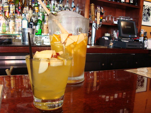 Pitch 'o white sangria
