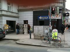 photoset: Offener Bücherschrank. Zieglergasse - Westbahnstrasse Wien