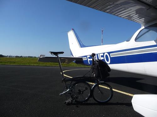 Vélo pliant et avion 4836687523_7d7462a932