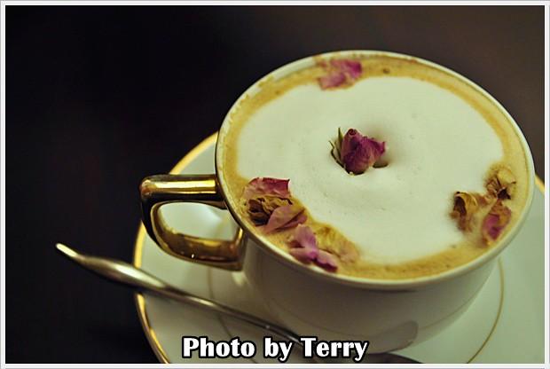 LA VIE CAFE (8)