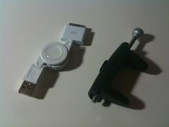 いつもお世話になっている上海問屋さんから、iPhone用プッシャーリンク充電ケーブルとiPhone用三脚固定金具が到着(^ ^)