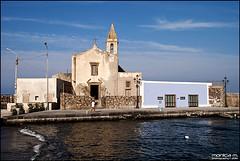 Marina Corta - Lipari - Eolie (Monica M. ) Tags: italy nikon italia mare blu case chiesa sicily rocce colori bianco sicilia vulcano eolie lipari scogli vicoli isoleeolie tirreno marinacorta d80 monicamongelli