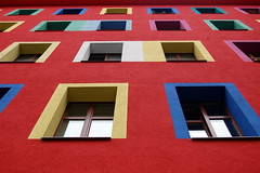 Berlino (loungerie) Tags: red building berlin window colors architecture germany colours edificio finestra palazzo multicolor germania fenetre berlino coloful