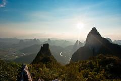 Moon Hill (Yangshuo, Guangxi) () Tags: china cloud sun clouds prime pentax guilin yangshuo  limited shanghaiist chine guangxi  k10d pentaxk10d justpentax da15
