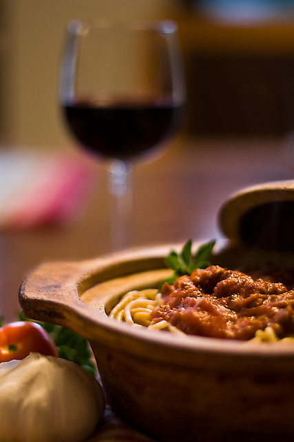 Spagetti and meat sauce with a glass of red wine