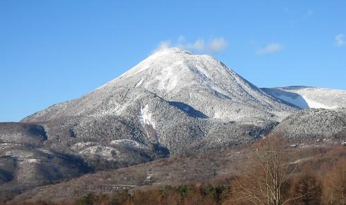 散歩道から見た蓼科山 2009年12月22日 by Poran111