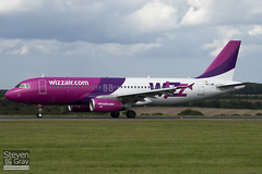 HA-LWE - 4372 - Wizzair - Airbus A320-232 - 100909 - Luton - Steven Gray - IMG_9218